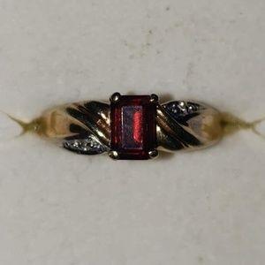 Vintage 14kt gold Red Garnet ring
